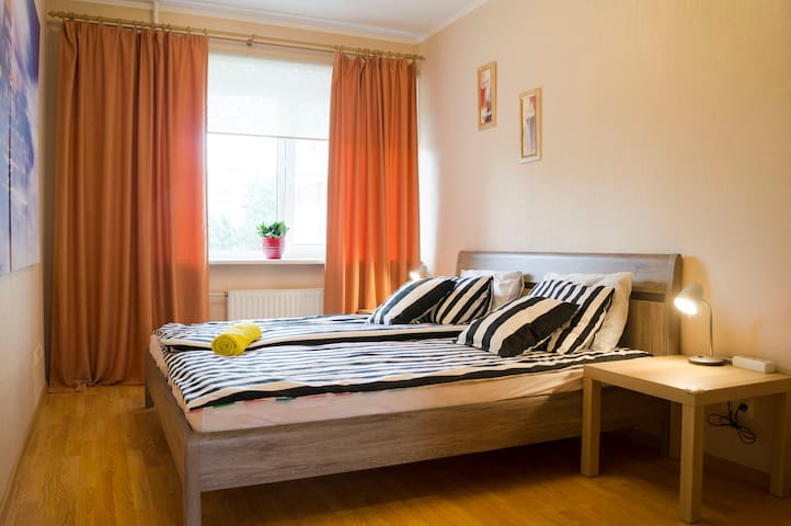 Small cozy apartment 4 mins to the metro station