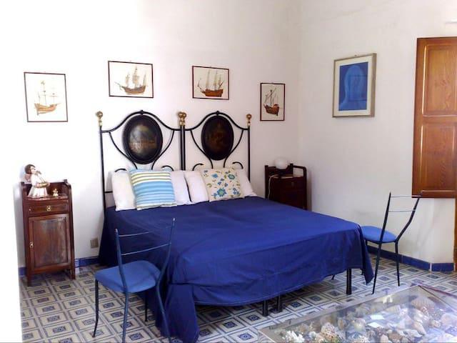 Stromboli: appartamento con terrazzo vista vulcano - Stromboli - Huis