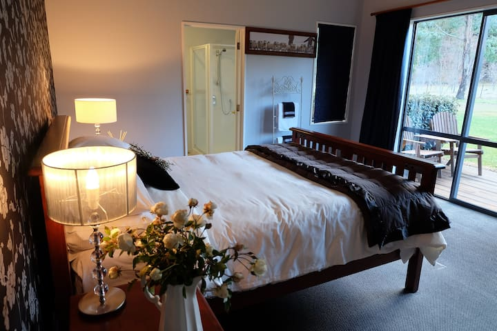 Mount Maude Country Lodge - Albert Town - Bed & Breakfast