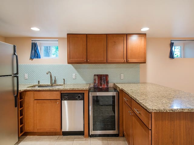 Updated in-law suite, right on Wash Park!