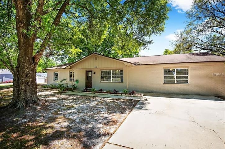 3 Bed 2 Bath Home Near Tampa/Orlando with Pool