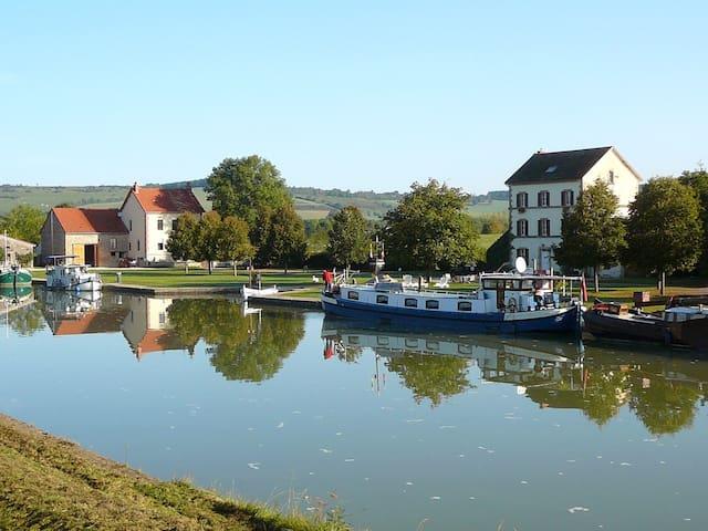Chambre double à La Maison Du Canal