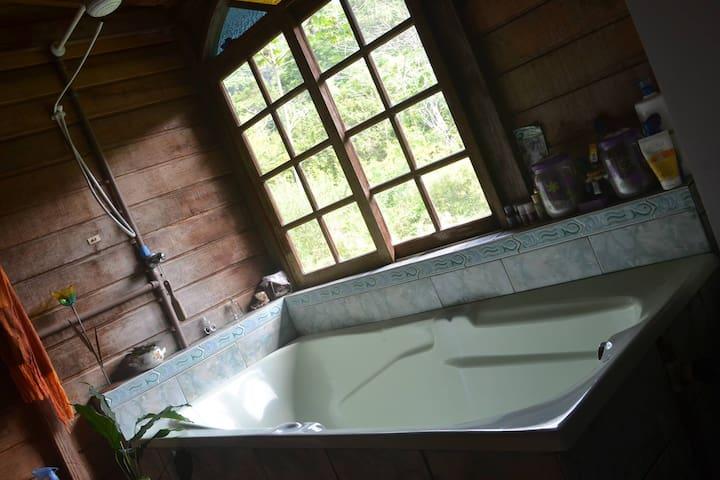 Quarto de banho com linda vista