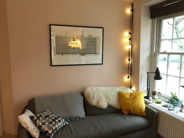 Cosy, bright Apartment 10 mins walk to Southbank