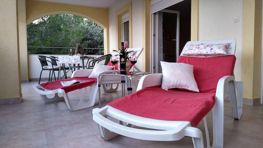 Exclusive apartment in Villa Annie 1