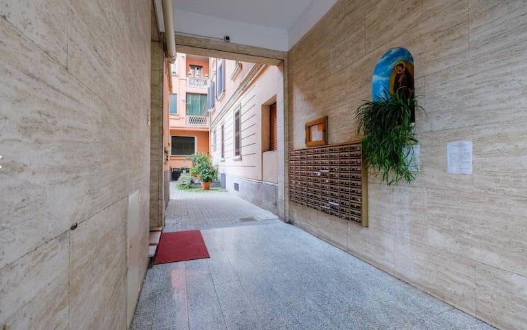 Cozy studio flat near Milan center, metro Lotto