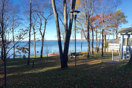 Beautiful lakefront cottage getaway! - Prudenville