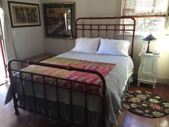 Ruby Ranch - Creek Bedroom - Wadmalaw Island - Talo