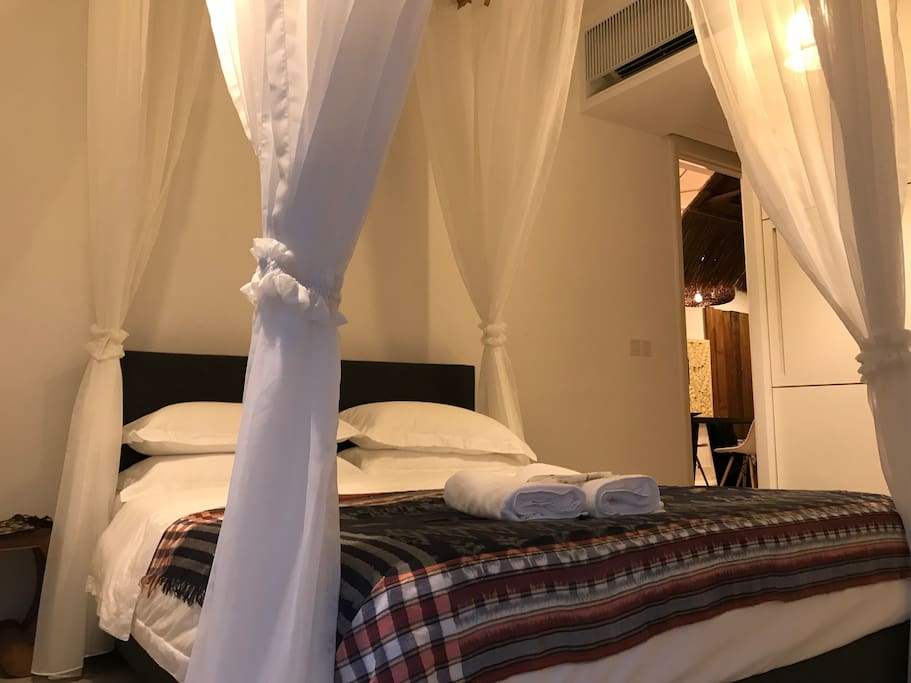 Balinese Canopy Bed for A Relaxed & High Quality Bedtime