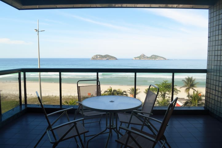 Spacious 3 Bedroom Oceanfront Apartment at Barra
