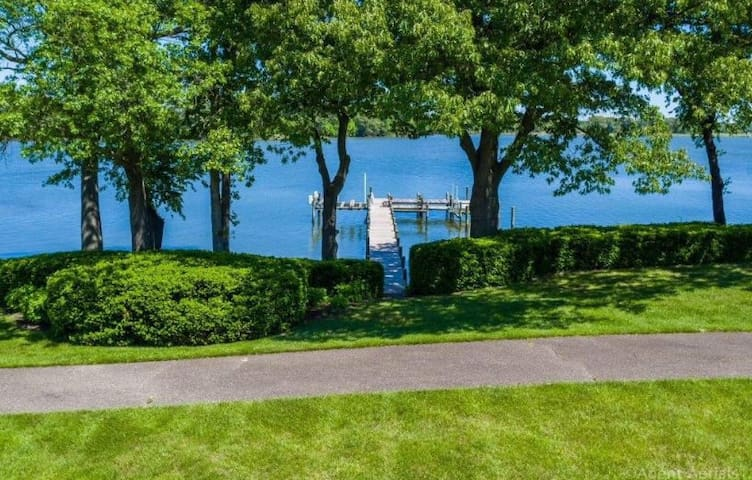 Waterfront Estate with Pool, Pier & Tennis Court