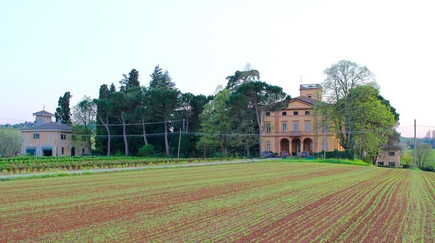 Suite triple at Villa Riniera - Castel San Pietro Terme - Lejlighed