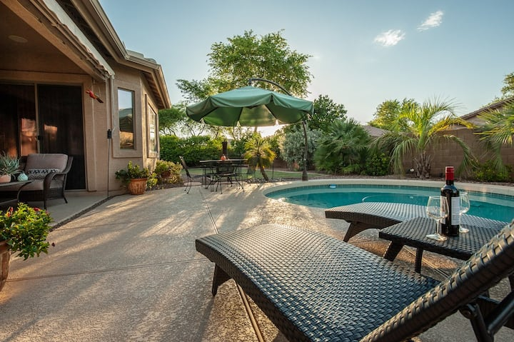 NEW Resort like w/ Private Heated Pool  & Hot tub