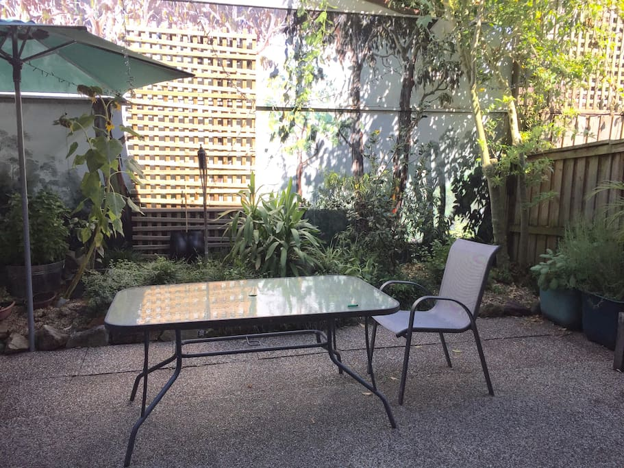 Private Outdoor Courtyard/Garden to read a book or for a cheeky beer