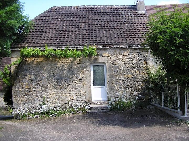 Maison ancienne en pierre à Caniac du Causse