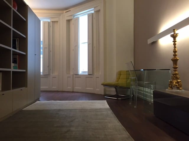 Suite in Grade 2 listed home in central London