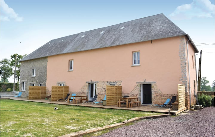 Stunning home in Sainteny with WiFi and 2 Bedrooms