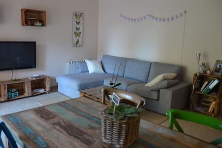 Single room in a charming appartment - Manresa
