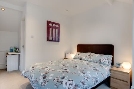 Lovely modern  double attic room with en suite
