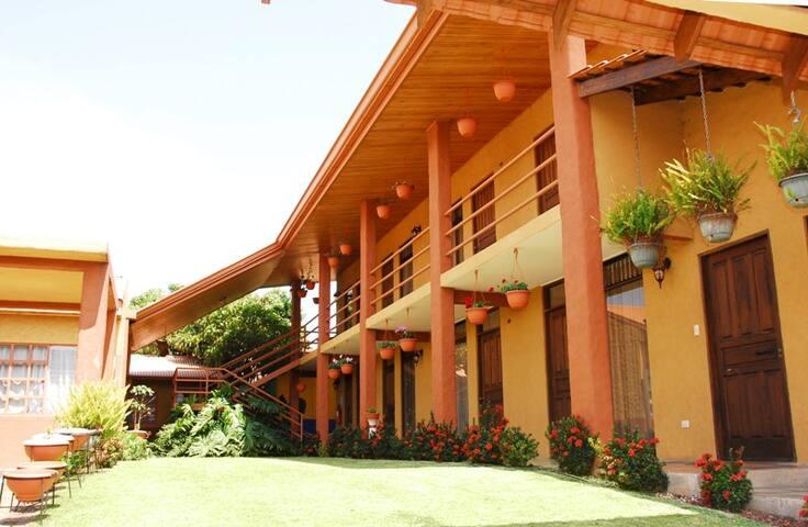 San Lorenzo Inn - B&B - Flores - Bed & Breakfast