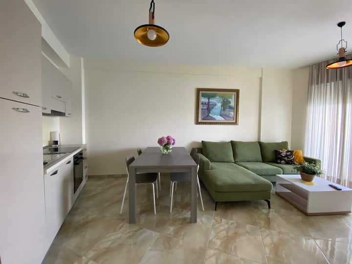 Toto's Apartment with sea view balcony & pool.(A6)