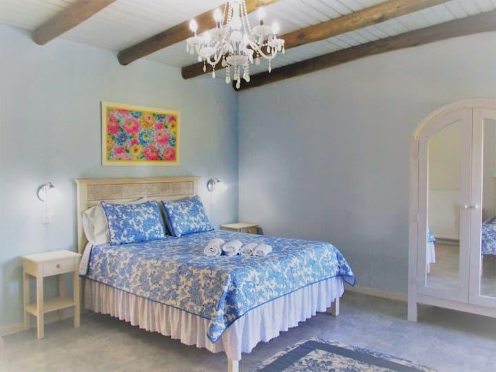 ( The Blue Room )  Las Calandrias
