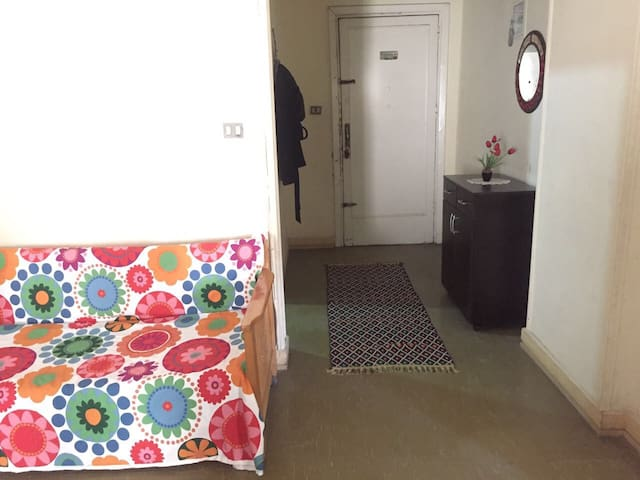 A room for FEMALES travellers on a BUDGET - İskenderiye - Daire