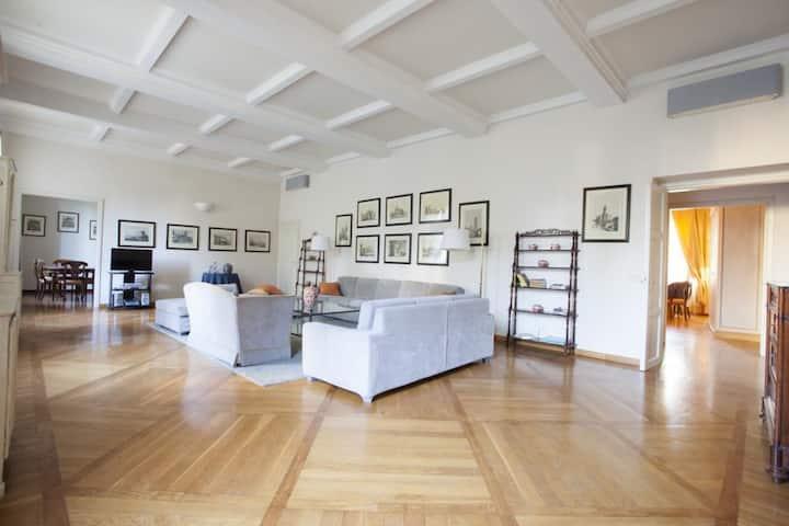 Cellini Apartment
