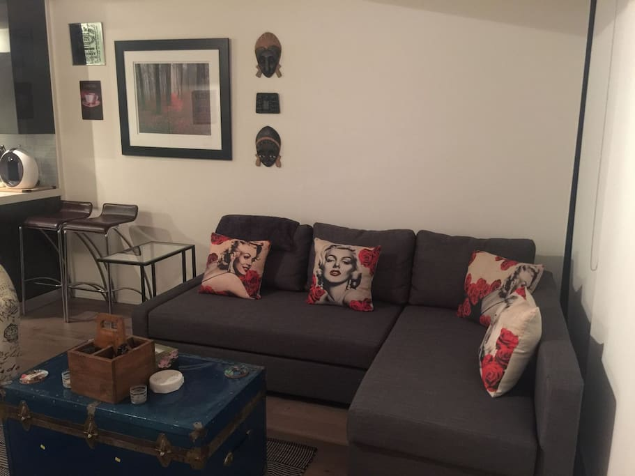 Sofa with pull out queen bed