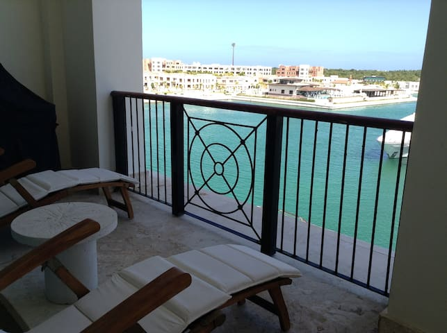 Beautiful Apartment with Marina View
