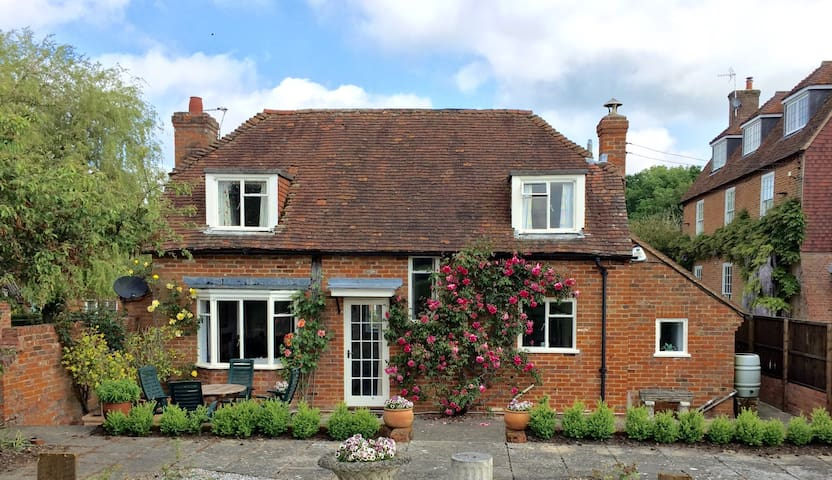 Lovely Country Cottage -London 1hr - Odiham - Huis