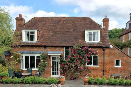 Lovely Country Cottage -London 1hr - Odiham