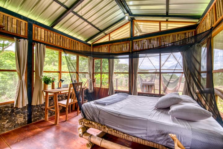 Casa Malinche: treehouse views on an organic farm