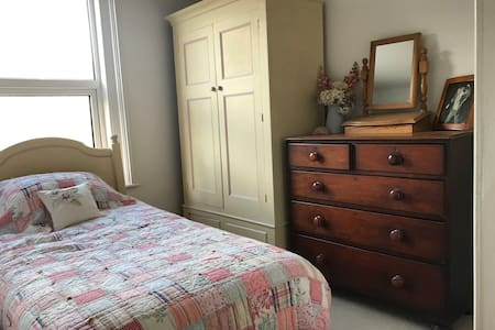 Central Newton Abbot - Victorian House Single Room
