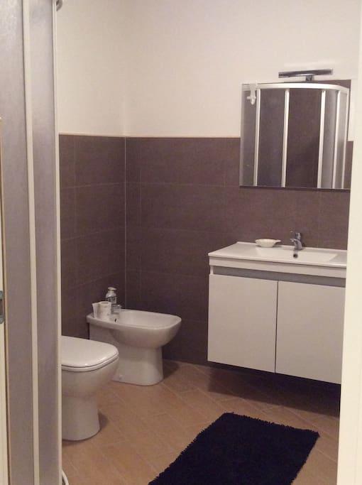 Grande stanza con bagno privato in centro appartamenti - B b barcellona centro bagno privato ...