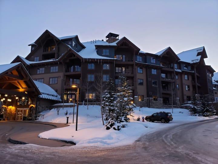 Luxury Ski In/Out Grand Lodge on Peak 7   3/6-3/13