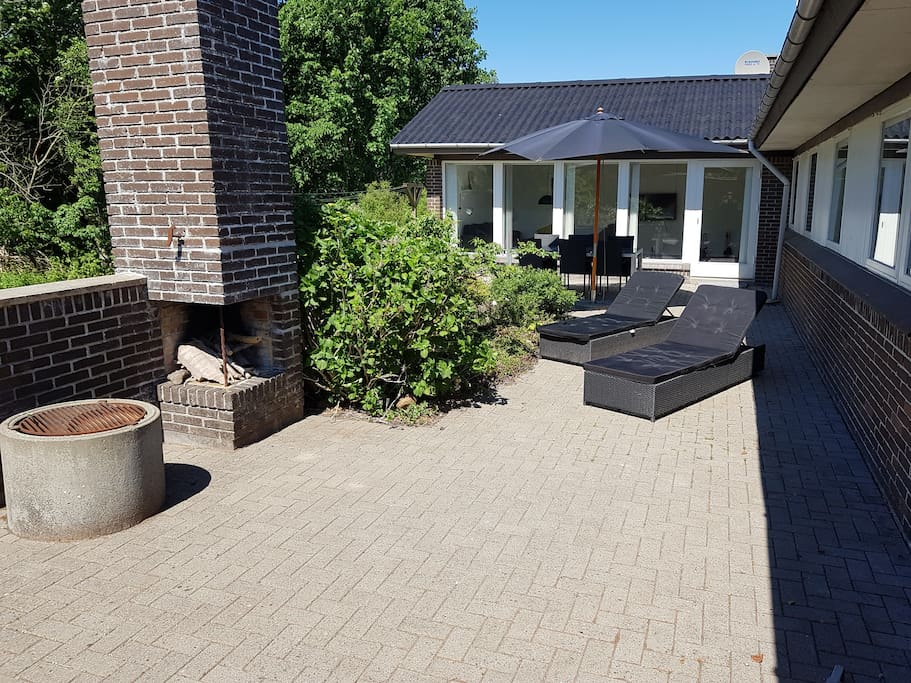 Large private terrase with sun all afternoon