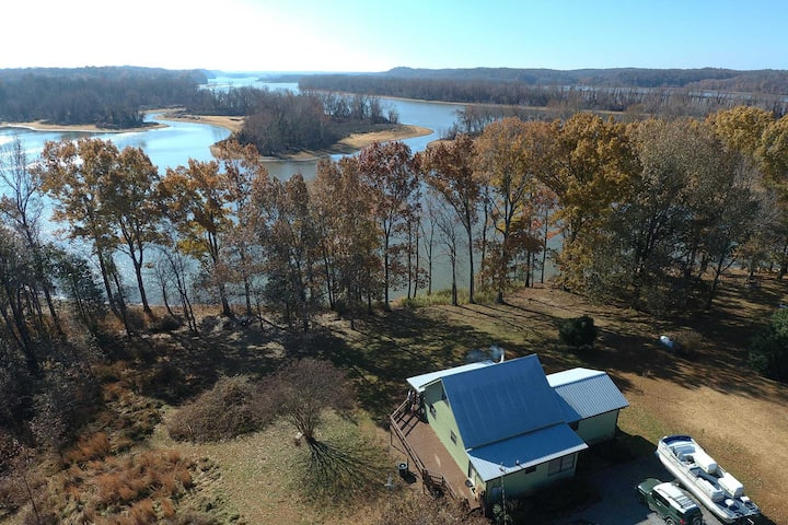 NEW! Peaceful Barkley Lake Retreat w/ Kayaks!