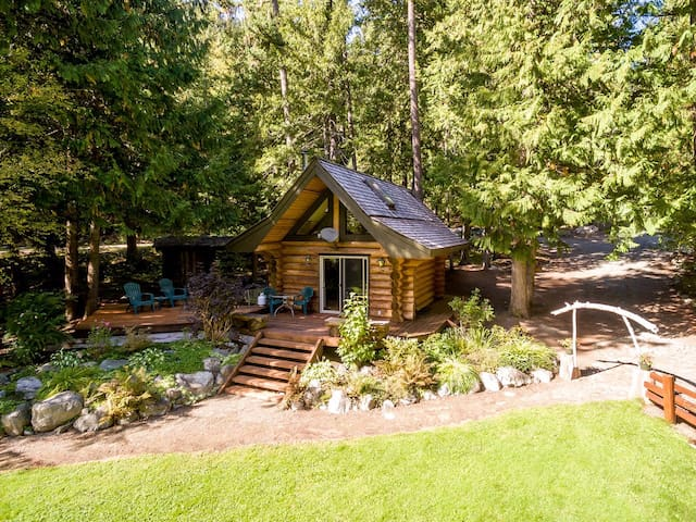 Lakefront Private Log Cabin - close to Pemberton - Mount Currie - Cabin