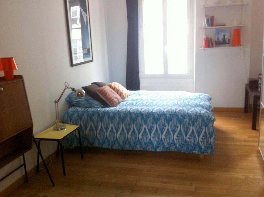 nouveau lit plus confortable pour remplacer l'ancien canapé lit