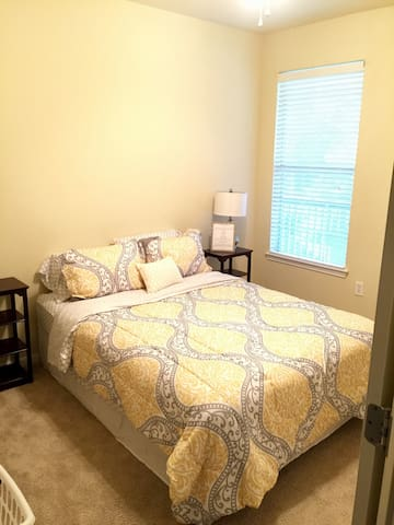 Cozy Apartment on Chatham Pwky - Savannah - Lejlighed