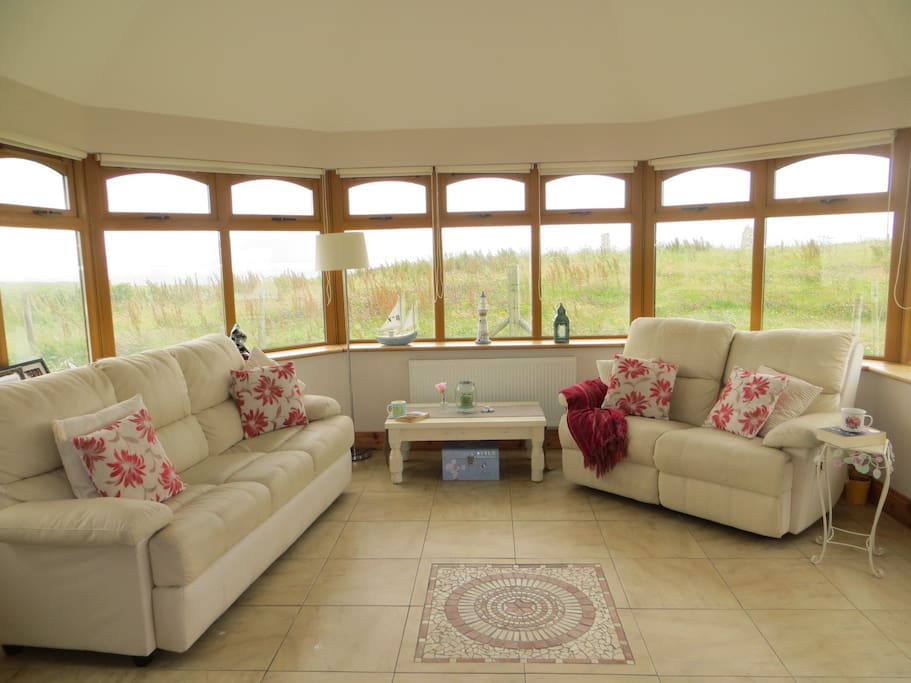 Conservatory / Lounge with sea views for guest use