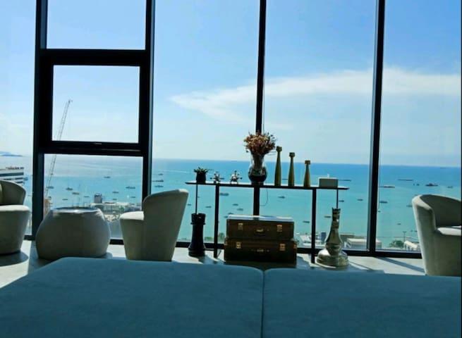 【芭提雅地标】【中英泰客服】The base,seaview,A 栋22楼海景,网红无边泳池420