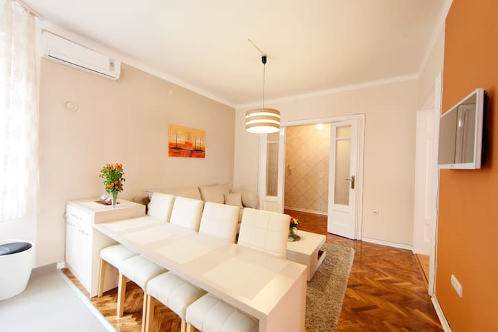 *PROMO* QUEEN downtown apt FREE PARKING - Beograd