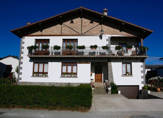 Apartamento rural Goiaetxea - Eltzaburu - Leilighet