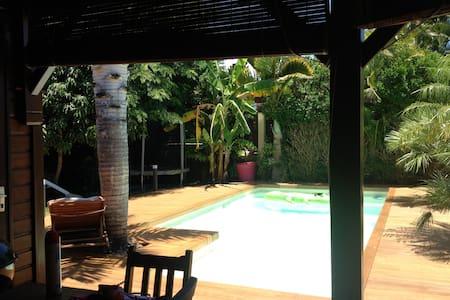 Villa de charme en bois style créole - Villa