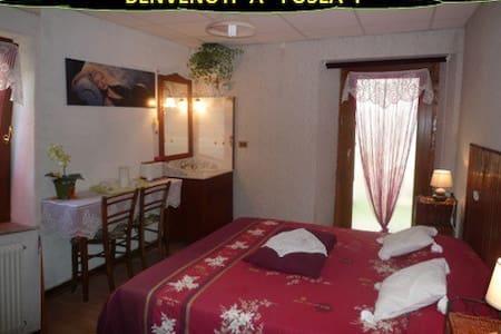 Chambre D/WC (Double ou Twin) à 696m d'altitude ! - Tolmezzo - House