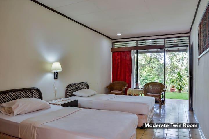 Modern Room at Silintong Hotel