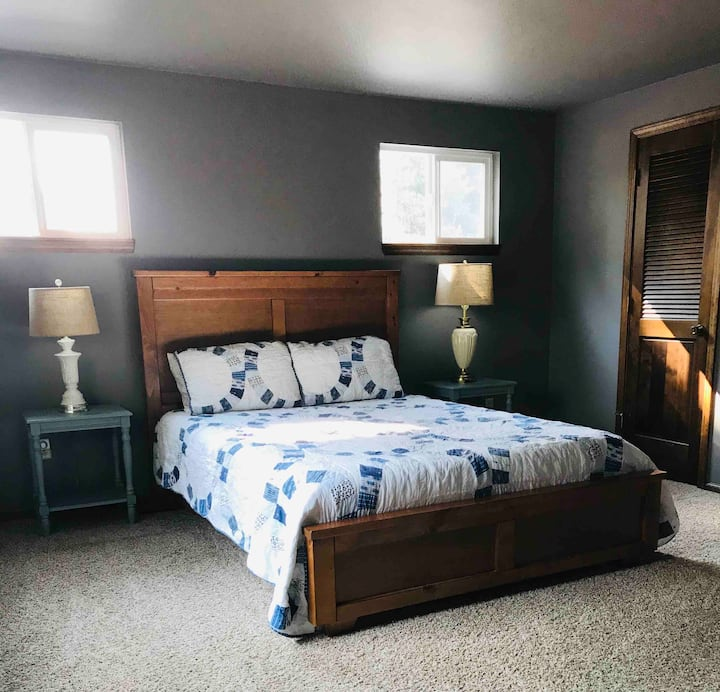 Private Room- Country charm in the heart of Eagle