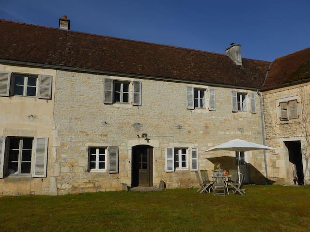 Blue Room in Charming Burgundy Guesthouse - Châtillon-sur-Seine - Hospedaria